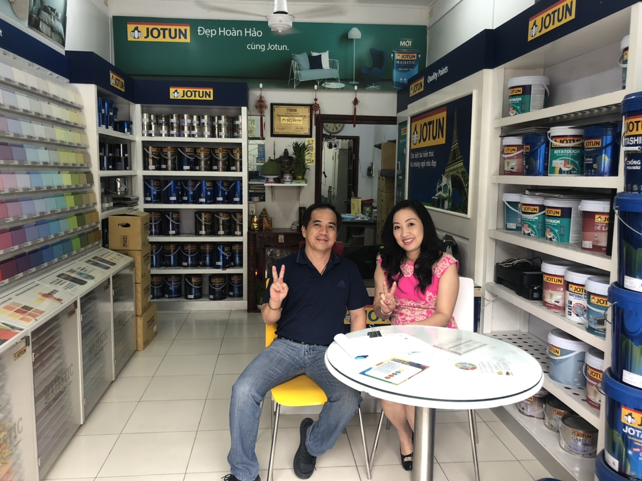 Tư vấn sơn cho diễn viên Thu Hương